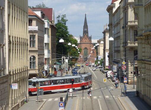 Nebankovní půjčka Brno – peníze v hotovosti i o víkendu